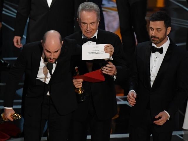 Oscars 2017: Was The Best Picture Mix-Up A Jimmy Kimmel Prank? Conspiracy Theories Begin