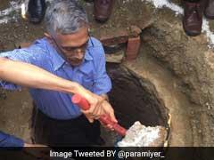वरिष्ठ IAS ने की टॉयलेट के गटर की सफाई, 'मन की बात' में पीएम नरेंद्र मोदी ने की तारीफ