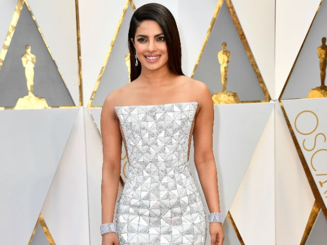 Oscars 2017: Priyanka's Red Carpet Dress Looks Like Kaju Katli
