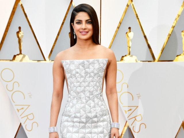 Oscars 2017: Priyanka Chopra Wins The Red Carpet In Dreamy Silver