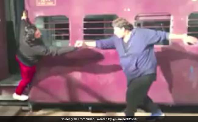 रणवीर सिंह ने ट्रेन में किया 'दिलवाले दुल्हनिया ले जाएंगे' का सीन, लेकिन हीरोइन के साथ नहीं...