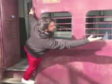 Ranveer Singh Recreates <I>Dilwale Dulhania Le Jayenge</i> Train Scene