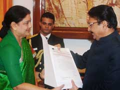 Governor 'Won't Be Intimidated' By VK Sasikala's Warning, Say Sources: 10 Facts