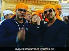 शाहरुख खान बेटे अबराम के साथ पहुंचे अमृतसर के स्वर्ण मंदिर