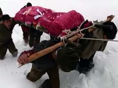 A Soldier Trekked Through Kashmir Snow, Carrying His Mother's Body