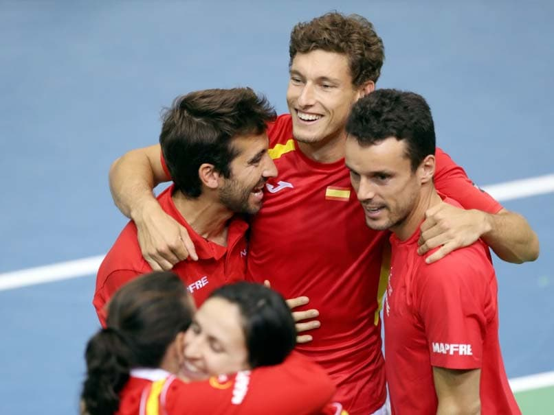 Britain, Spain Advance in Davis Cup, Rain Halts Argentina