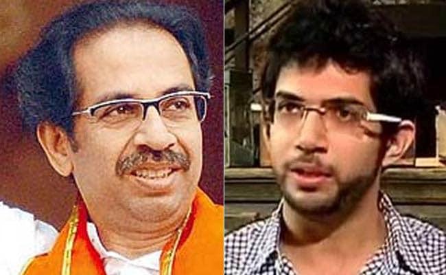 मुंबई : शिवसेना में संघर्ष, उद्धव और आदित्य ठाकरे के समर्थक आमने-सामने