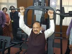 ...जब एम वेंकैया नायडू ने जिम में आजमाया हाथ तो कुछ ऐसा रहा दृश्य