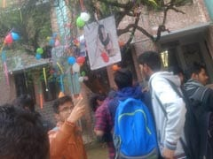 Valentine's Day In Delhi University: Virgin Tree Of Hindu College, Disha Patani And More