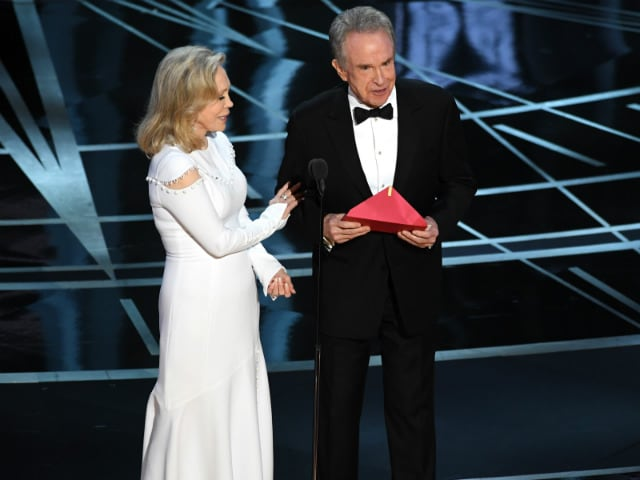 Oscars 2017: The PwC Accountant Who Gave Warren Beatty Wrong Envelope Is 'Very Upset'