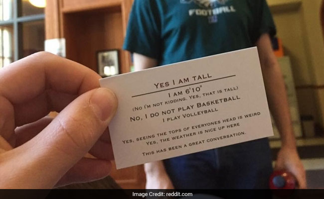 Man hands out yes im tall business cards when asked about his height colourmoves