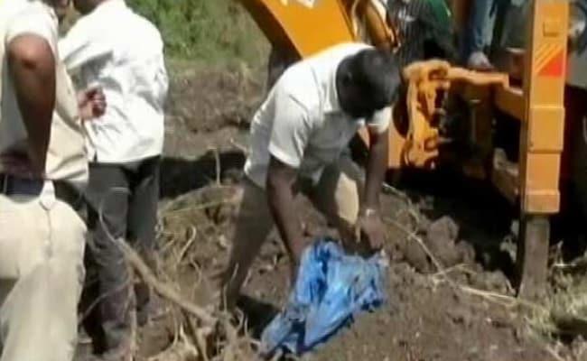 महाराष्ट्र : सांगली में सीवर में प्लास्टिक की थैली में मिले 19 कन्या भ्रूण, मचा हडकंप