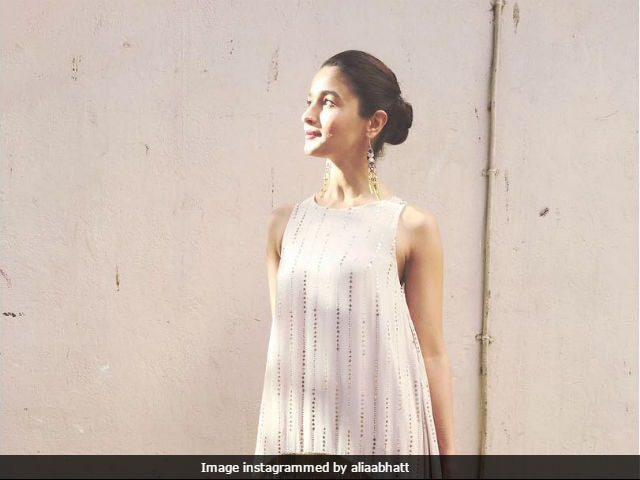 Alia Bhatt Turns 24. On Twitter, Celebs Post Birthday Wishes