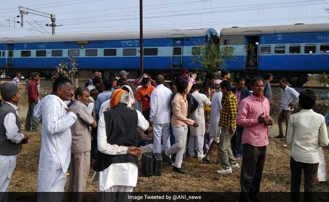 8 injured in stampede inside Bhopal-Ujjain passenger after tubelight explodes