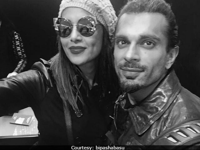 Bipasha Basu, Accused Of Being 'Unprofessional' At Fashion Show, Dismisses Reports As 'Utter Rubbish'