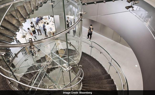 Billionaire Oppo Maker Reveals How He Toppled Apple In China