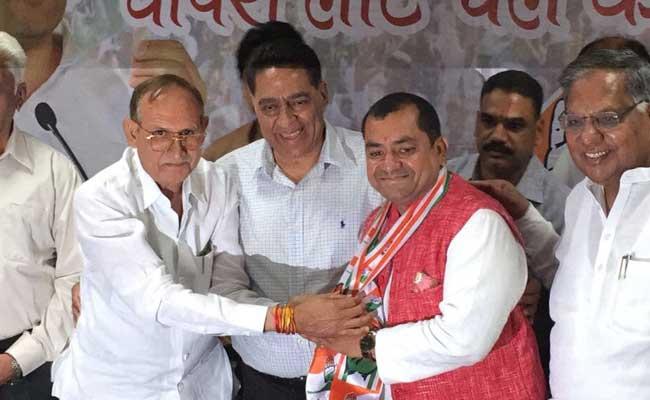 एमसीडी चुनाव : टिकट के लिए कांग्रेसी कर रहे प्रदर्शन, पार्टी ने बीजेपी पार्षद को हाथ थमाया