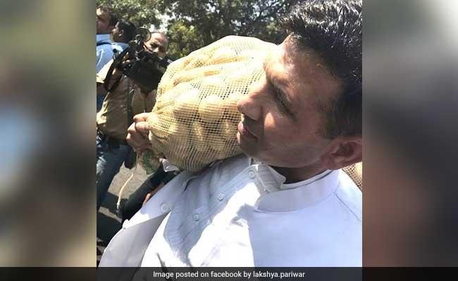 मध्यप्रदेश : जब एक कांग्रेस विधायक आलू की बोरी कंधे पर रखकर विधानसभा पहुंचे...