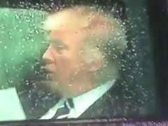 कार में बैठकर भाषण की ऐसे प्रैक्टिस कर रहे थे डोनाल्ड ट्रंप, सोशल मीडिया पर उड़ा मजाक