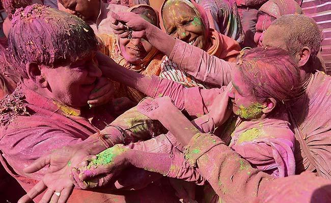Holi 2017: Importance Of Holi Celebration In Mathura And Vrindavan