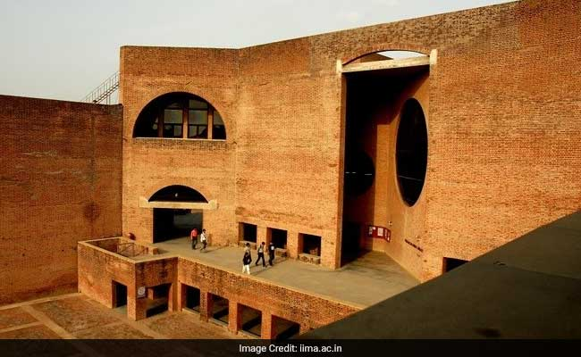 Alumni, RBL Bank Pledge Rs 7.5 Crore For IIMA Infrastructure Conservation And Restoration