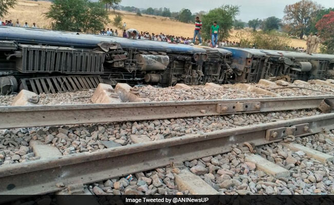 Mahakoshal Express Accident: 8 Coaches Derail Near Uttar Pradesh's Kulpahar, 6 Injured