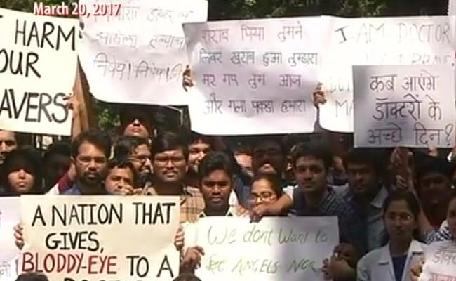 Delhi: Resident doctors go on strike, 800 surgeries postponed