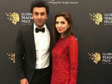 Viral: Ranbir Kapoor, Mahira Khan Spotted Catching Up Backstage At An Awards Function