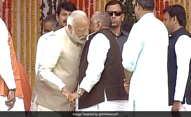 What Did Mulayam Tell Modi While Pleasantries Were Exchanged During Adityanath's Swearing