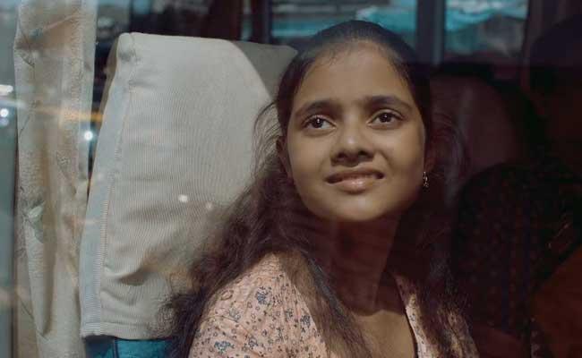 वायरल वीडियो : आपको शर्तिया रुला देगी इस बच्ची और उसकी 'मम्मी' की कहानी...