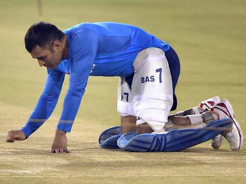 Mahendra Singh Dhoni's Surprise Check Of Ranchi Pitch Ahead Of India vs Australia 3rd Test