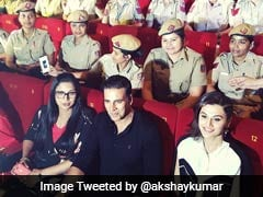 वायरल वीडियो: आखिर क्यों अक्षय कुमार को उठा कर पटक रही हैं यह लड़की?