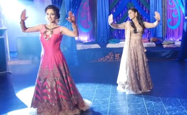 Viral Video : शादी के संगीत समारोह की यह परफॉरमेंस ऐसी कि आप पलकें नहीं झपका सकेंगे