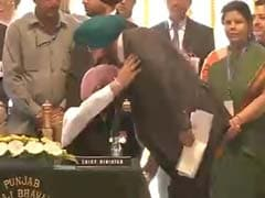 Oath Taken, Navjot Singh Sidhu Touches Captain Amarinder Singh's feet: 10 Points