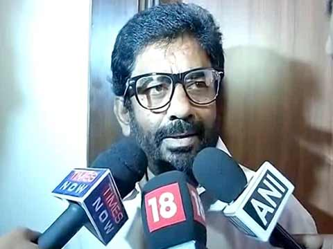 Barred from flying, Shiv Sena MP who assaulted Air India official takes train to Mumbai