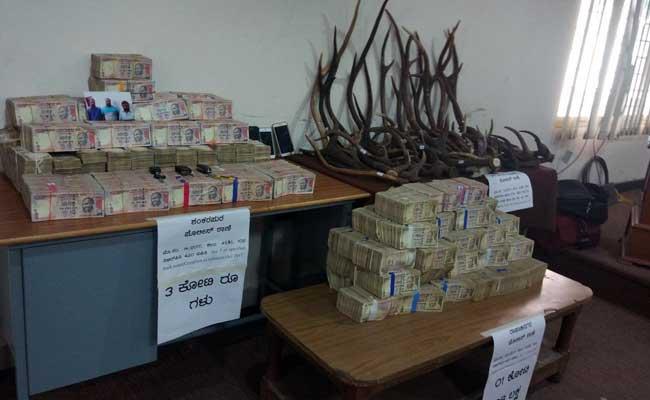 बेंगलुरु : 5 करोड़ की प्रतिबंधित करेंसी जब्त, कमीशन लेकर नोट बदलने का धंधा जोरों पर