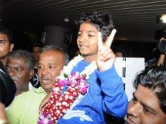 ऑस्कर का हिस्सा बन भारत वापिस आया नन्हा स्टार सनी पवार, एयरपोर्ट पर हुआ शानदार स्वागत