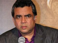 परेश रावल ने अरुंधती रॉय के लिए किए ट्वीट्स पर लिया यूटर्न, डिलीट किए ट्वीट