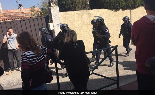 फ्रांस के स्कूल में गोलीबारी में 2 छात्र घायल, पेरिस स्थित IMF ऑफिस में हुए धमाके में भी एक घायल