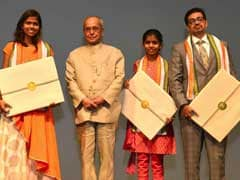 राहुल बोस ने राष्ट्रपति प्रणब मुखर्जी को दिखाई अपनी फिल्म <i>पूर्णा</i>