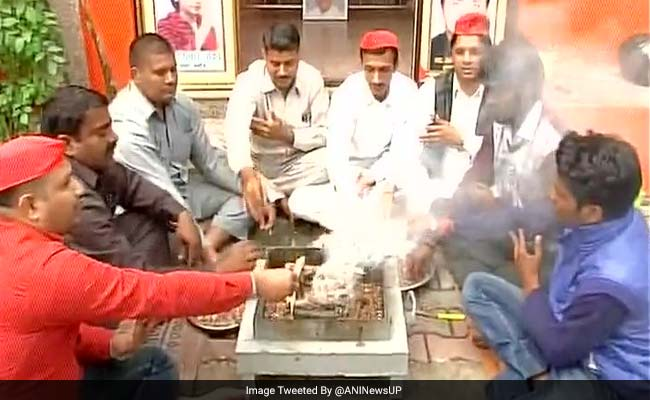 UP Election Results 2017: A Havan For Akhilesh Yadav Ahead Of Game-Changing Results