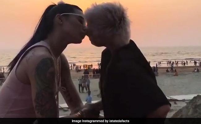 बानी जे और अपने वायरल 'किसिंग' वीडियो पर बोली सपना भवनानी, 'हम कब आगे बढ़ेंगे ?'