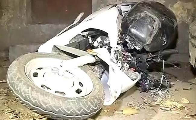 दिल्ली के पश्चिम विहार इलाके में मर्सिडीज ने स्कूटी को मारी टक्कर, चालक की मौके पर ही मौत