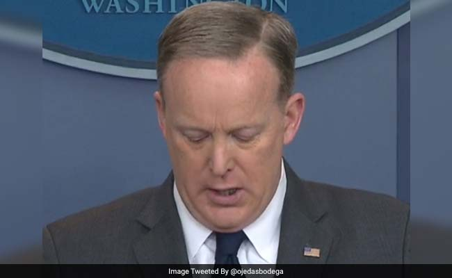 White House Spokesman Sean Spicer Briefs Media With Food In Teeth, Twitter Digs In