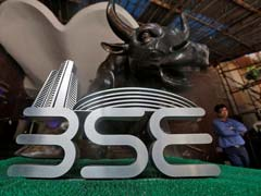 Sensex Ends Flat, Nifty Holds 10,000 Level; IT, Pharma Shares Fall