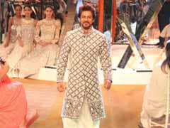 करण जौहर के पिता बनने पर शाहरुख खान ने दी बधाई, कहा ' मैं भी इस पल से गुजर चुका हूं'