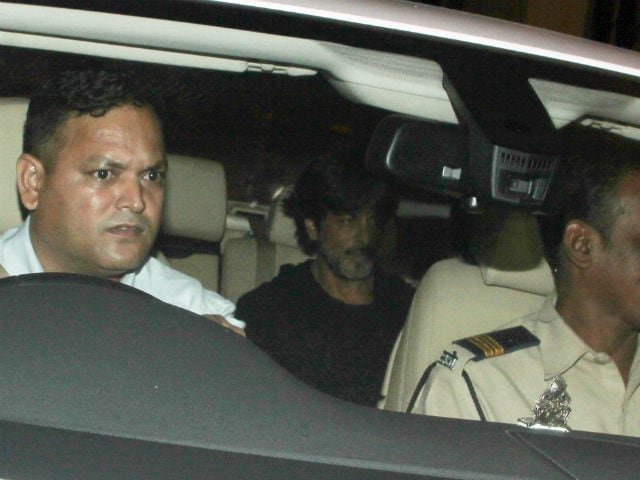 Shah Rukh Khan's Car Injures Photographer, Actor Rushes Him To Hospital