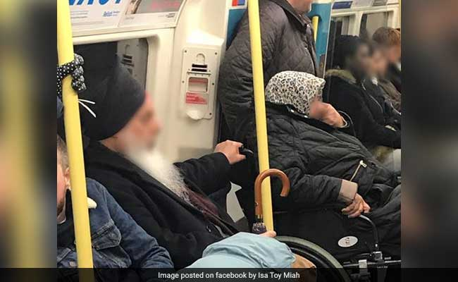 Sikh Man Helping Woman In Wheelchair Will Reaffirm Your Faith In Humanity