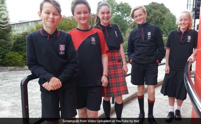 ये कैसा स्कूल: लड़के पहनते हैं स्कर्ट, लड़कियां ट्राउजर या शॉर्ट्स