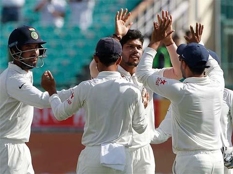 4th Test, Dharamsala: Australia 208/6 in 61 overs (Smith 111, Wade 13*; Kuldeep 3/41) vs India at tea on Day 1